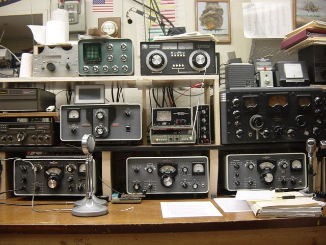 Collins operating bench looks like KWM 2, and S-Line with 30L1 linear and a bunch of other good looking junk.